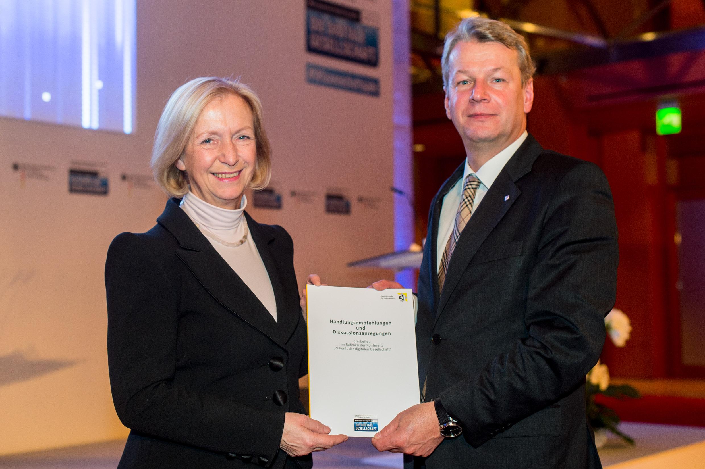 GI-Präsident Liggesmeyer übergibt Handlungsempfehlungen zur Zukunft ...